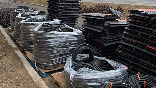 Lot's of cable on a street.